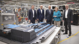 Mercedes инвестирует 500 миллионов евро для производства аккумуляторов
