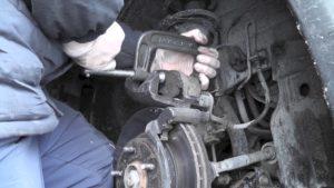 Самостоятельная замена передних колодок на автомобиле Opel Vectra 6